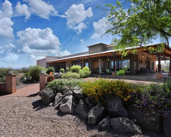 Gorgeous Ranch with Equestrian Facilities & Unobstructed Views