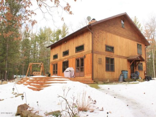 Seclusion With Style : Baldwin : Lake County : Michigan