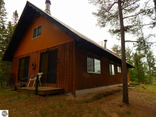 Great 40 Acre Hunting Camp : Seney : Schoolcraft County : Michigan