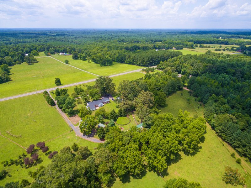 Lovely Home On 38 Acre Horse Farm : Cumberland : Cumberland County : Virginia