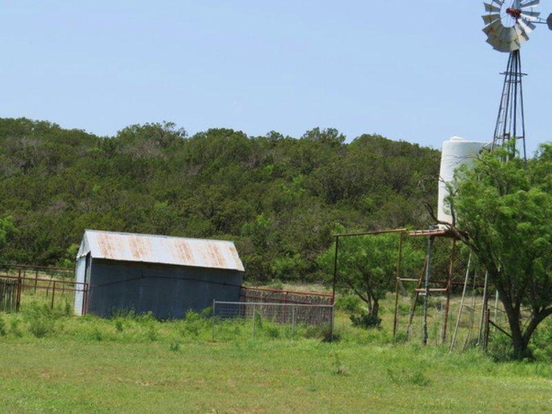 Pecan Springs 33 Ac W/ Water : Robert Lee : Coke County : Texas