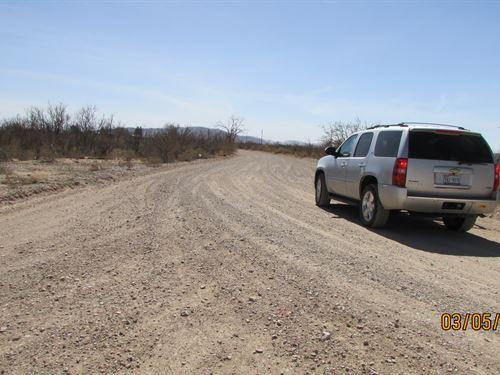 10 Acres Surveyed & Staked Lot : Sierra Blanca : Hudspeth County : Texas