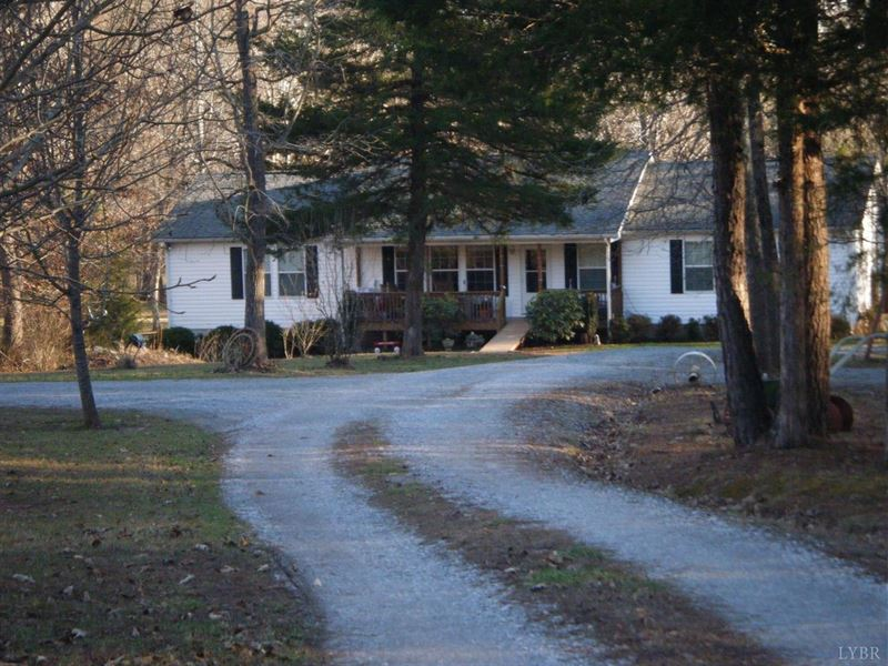 Beautiul Country Home W/ 18 Acres : Gretna : Pittsylvania County : Virginia