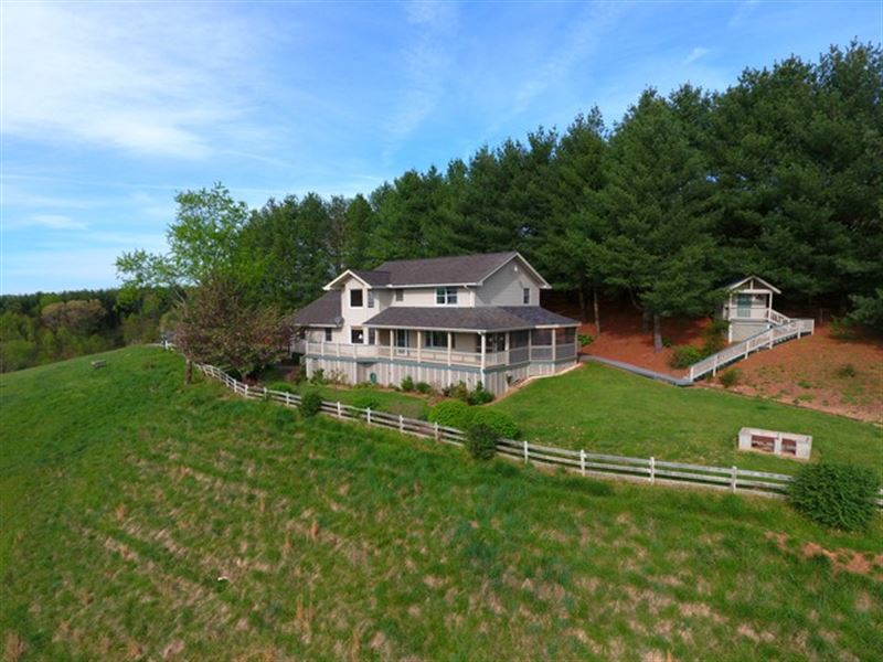 Home With Exceptional Views : Independence : Grayson County : Virginia