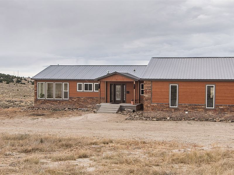 Custom Home Bordering State Land : Glendo : Platte County : Wyoming