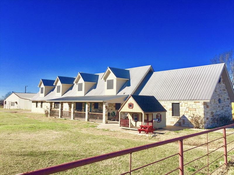2 Story 5 Bedroom House On 11 Acres : Sulphur Springs : Hopkins County : Texas