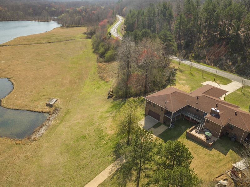 Brick Home Overlooking 32 Acre Lake : Lutts : Wayne County : Tennessee