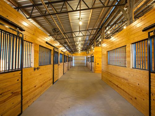 93 Acre Equestrian Farm : Mt. Pleasant : Maury County : Tennessee