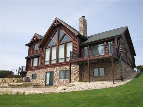 Luxury Log Home Estate : Boscobel : Crawford County : Wisconsin