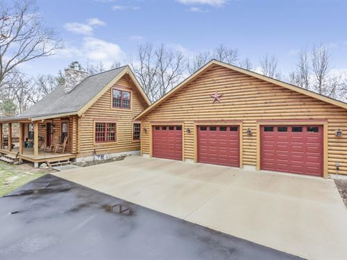 Captivating Log Home On Acreage : Allegan : Michigan