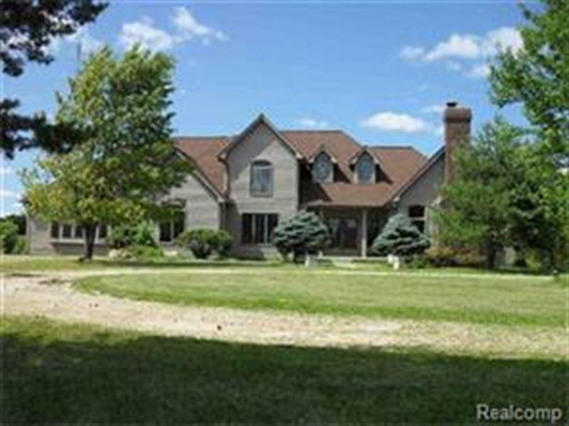Executive Equestrian Estate : Goodrich : Genesee County : Michigan