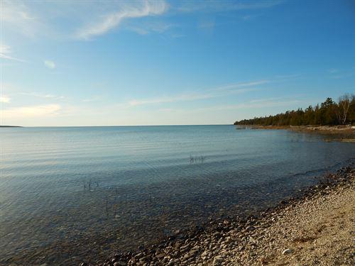Lake Huron Waterfront : Presque Isle : Michigan