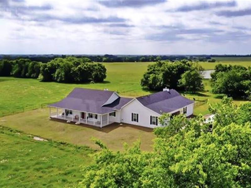 Home With Acreage : Roxton : Lamar County : Texas
