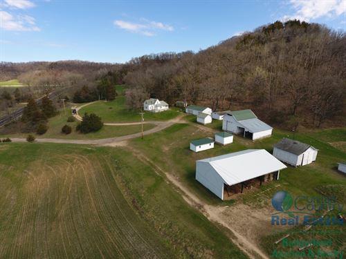 Charming Farmhouse & Deer Hunting : Spring Green : Sauk County : Wisconsin
