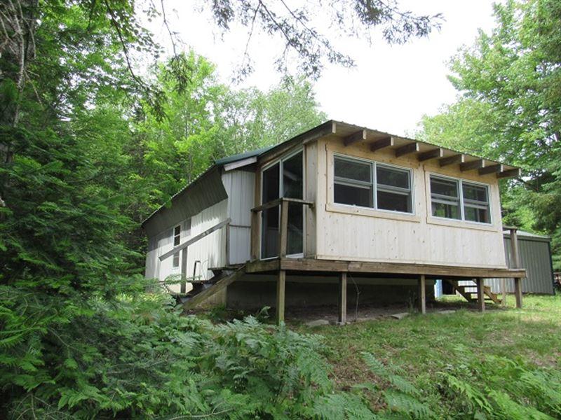 10300 Black River Rd, Mls 17-966 : Naubinway : Mackinac County : Michigan
