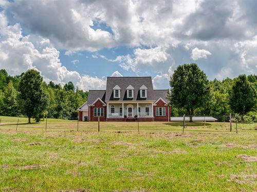 Charming Country Home On 21 Acres : Waynesboro : Wayne County : Tennessee