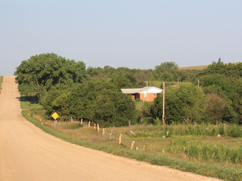 Country Home & Creek Bottom : Luray : Russell County : Kansas