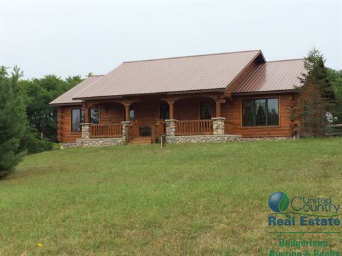Spectacular Amish Built Log Home : Coloma : Waushara County : Wisconsin