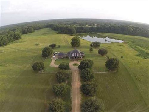 225 Acres, Plus Estate Home, : Greenwood : Carroll County : Mississippi
