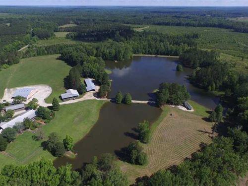 Lodge, Houses, Lakes, 669 Acres : Tuskegee : Macon County : Alabama
