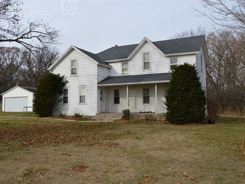 Farm House With Acreage : Portage : Columbia County : Wisconsin