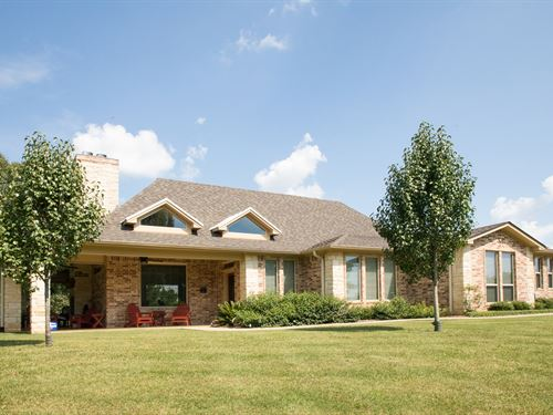 2353 Sq Ft Home And Lake : Palestine : Anderson County : Texas
