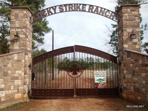 415 Ac, High Fence Ranch With Lodg : Nacogdoches : Texas