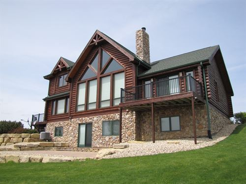 Lodge Style Home 154 Acre Estate : Boscobel : Crawford County : Wisconsin