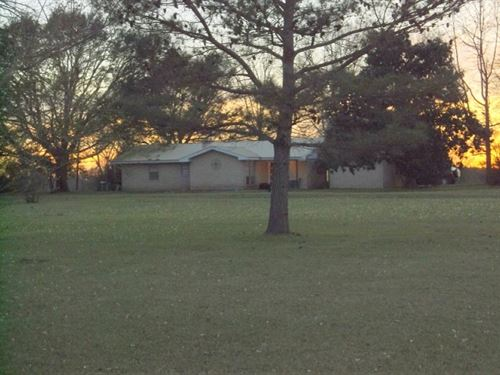 Farm Home On Beautiful Open Pasture : Tylertown : Walthall County : Mississippi
