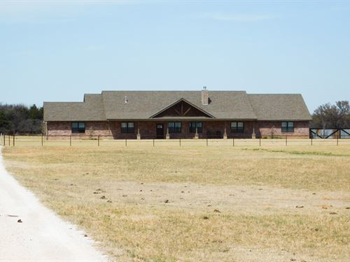 Custom Home, Pond And Acreage : Cleo Springs : Oklahoma County : Oklahoma