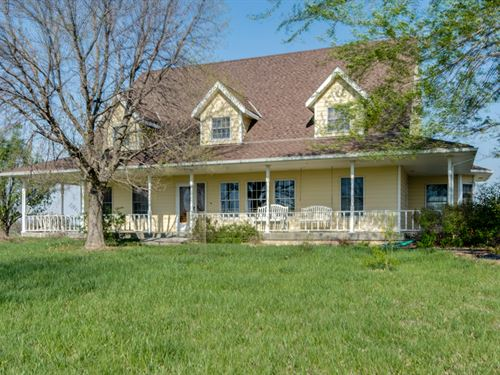 Equine Farm With 5253 Sqft Home : Lebo : Osage County : Kansas