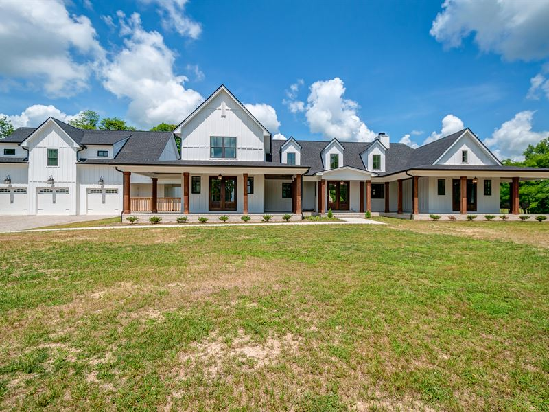 Stunning Modern Farmhouse On 60 Ac : Ranch for Sale : Columbia