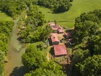 Luxury Retreat On Yellow Creek : Vanleer : Houston County : Tennessee