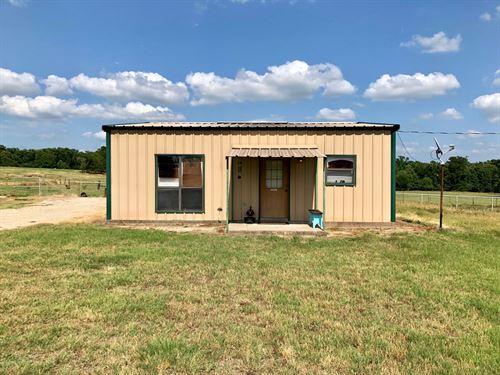 22+ Acres With Cute Home And Barn : Winnsboro : Hopkins County : Texas