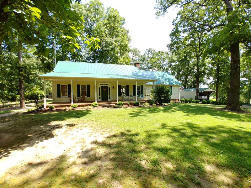 Country Home With Barn On 23 Acres : McKenzie : Weakley County : Tennessee