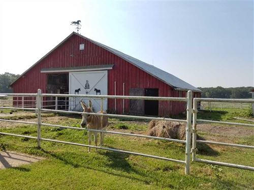 Luxury Home on 20 Acre Farm Barns : Houston : Texas County : Missouri