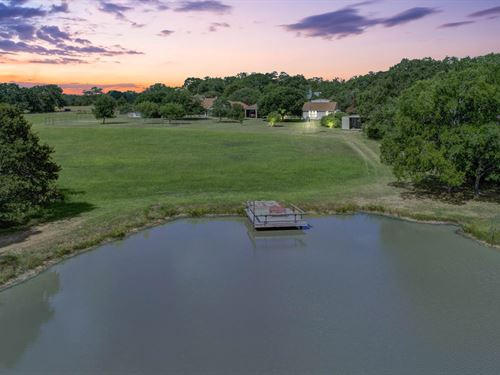 Private Country Oasis On 31+ Acres : Bryan : Brazos County : Texas