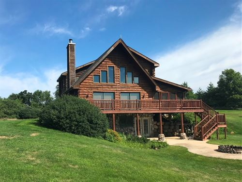 Secluded Log Home 117+/- Acres : Richland Center : Richland County : Wisconsin