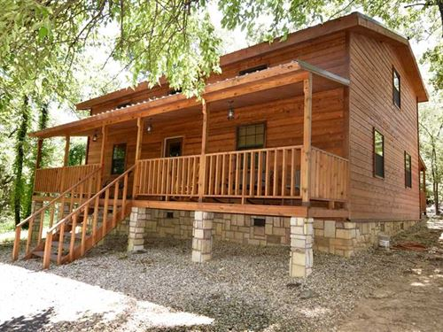 Immaculate 3 Bedroom 2 Bath Cabin : Hugo : Choctaw County : Oklahoma
