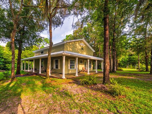 Riverfront Home Suwannee River : Old Town : Dixie County : Florida