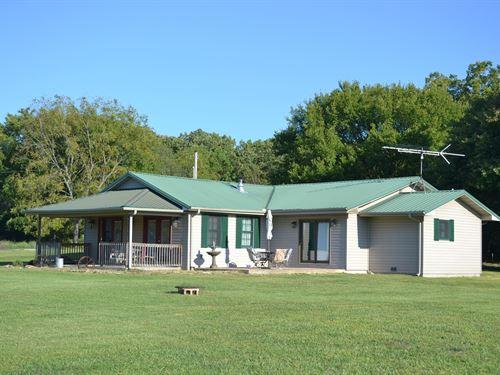 Ranch Missouri Ozarks, Horses : Drury : Douglas County : Missouri