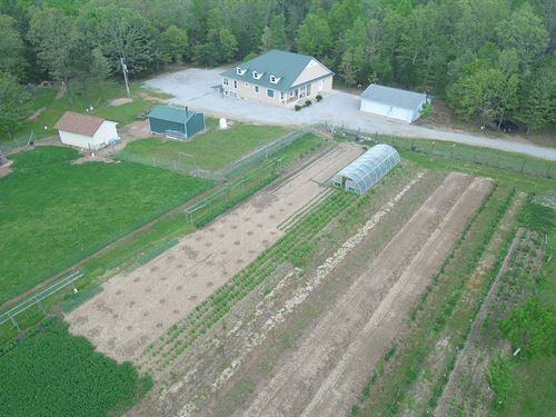 Missouri Ozarks Home Surrounded : West Plains : Howell County : Missouri