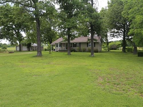 Farm Southern Missouri Ozarks, West : West Plains : Howell County : Missouri