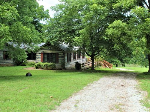 Log Home Duck River Frontage Stock : Hurricane Mills : Humphreys County : Tennessee