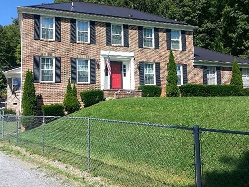 Large Brick Home Overlooking Lake : North Tazewell : Tazewell County : Virginia