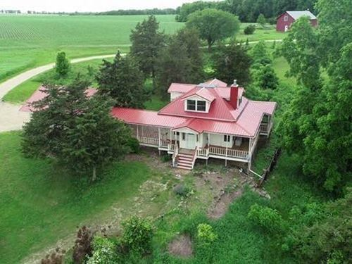 Amazing Private Setting With Pond : Darlington : Lafayette County : Wisconsin