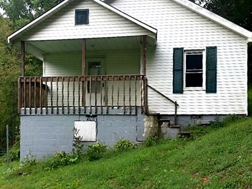 Older Home 10 Wooded Acres Swords : Swords Creek : Russell County : Virginia