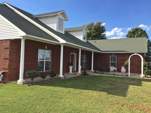 Beautiful Brick Home On 380 Acres : Stonewall : Pontotoc County : Oklahoma