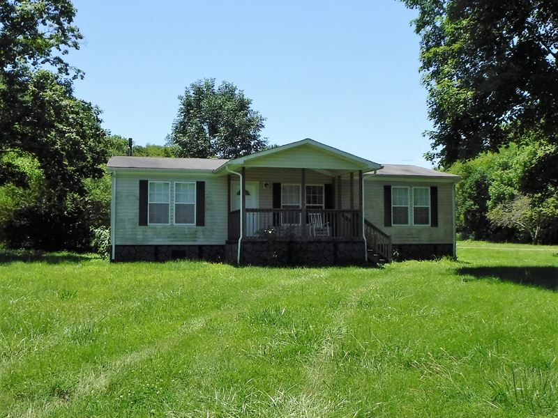 193.37Ac, Home, Barns, Ponds, Creek : Whitleyville : Jackson County : Tennessee