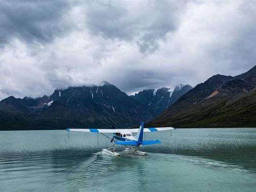Over a Mile of Lake Frontage on be : Iliamna : Lake And Peninsula Borough : Alaska